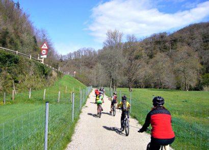 Via_Verde_Bidasoa_Navarra_ciclistas-1024x575